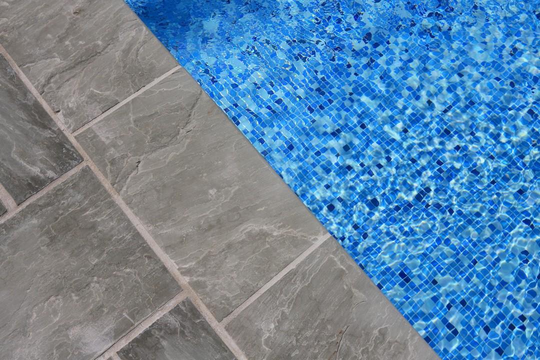 plage piscine pierre
