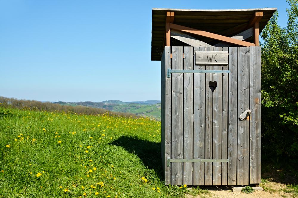 fertiliser son jardin avec des toilettes sèches